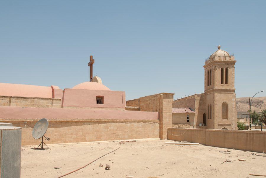 https://www.mesopotamiaheritage.org/wp-content/uploads/2018/02/A1.-Église-Mart-Mariam-al-Adra-de-Baashiqa-900x602.jpg
